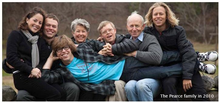 """Pearce Family, 2010 """"title ="""" Pearce Family """"width ="""" 493 """"height ="""" 231 """"align ="""" right """"/> 1981, la société a déménagé dans un moulin de laine historique sur les rives de la rivière Ottauquechee en Quechee, Vermont. Aujourd'hui, Quechee reste l'avant-garde des activités de vente au détail, de restauration et de production de Simon Pearce, où l'entreprise se consacre à la création de produits magnifiquement conçus, produits avec des matériaux de qualité supérieure et des techniques respectées, et destinés à une durée de vie de L'utilisation quotidienne. La ligne est disponible dans 8 magasins de détail Simon Pearce, à travers un réseau national de plus de 500 magasins de signature, par catalogue par correspondance et en ligne chez SimonPearce.com.</p></noscript></p></div> </pre><div class='yarpp-related'><h3>Autres articles déco design :</h3><ol><li><a href="""