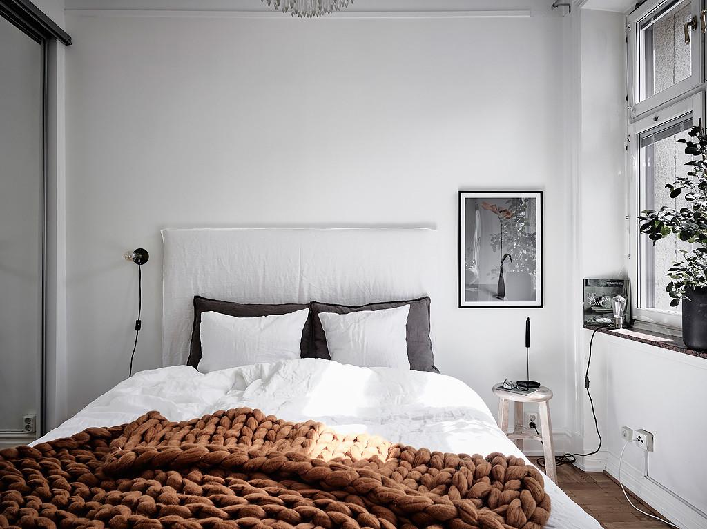 Chambre simple avec un accent de couleur - Home-staging Déco Design