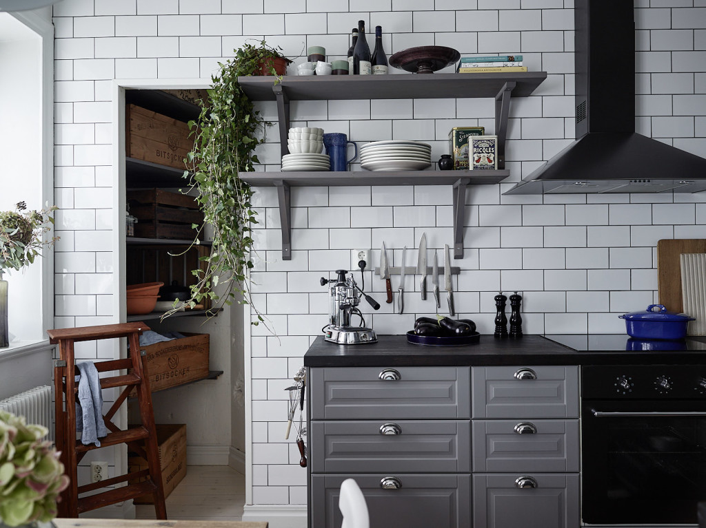 Cuisine Grise Avec Un Mur De Carreaux Home Staging Deco Design