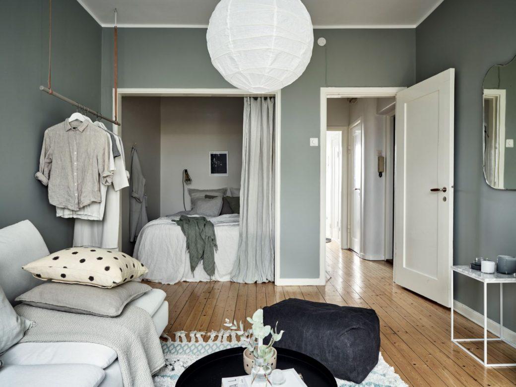 salon vert avec une chambre cach e home staging d co design. Black Bedroom Furniture Sets. Home Design Ideas