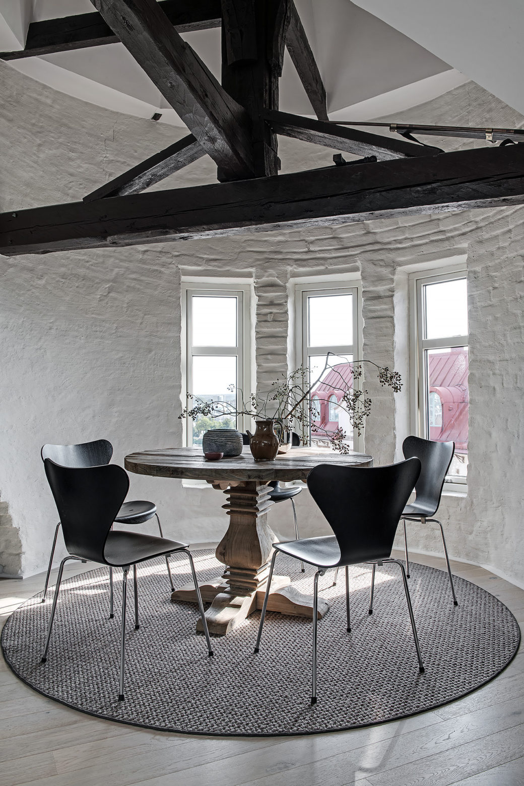 Salle A Manger Elegante Mansardee Home Staging Deco Design