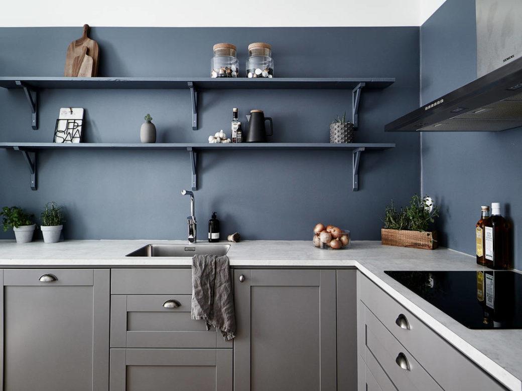 Cuisine en gris chaud et bleu pétrole - Home-staging Déco Design